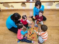 How can early years services support vulnerable children and families?